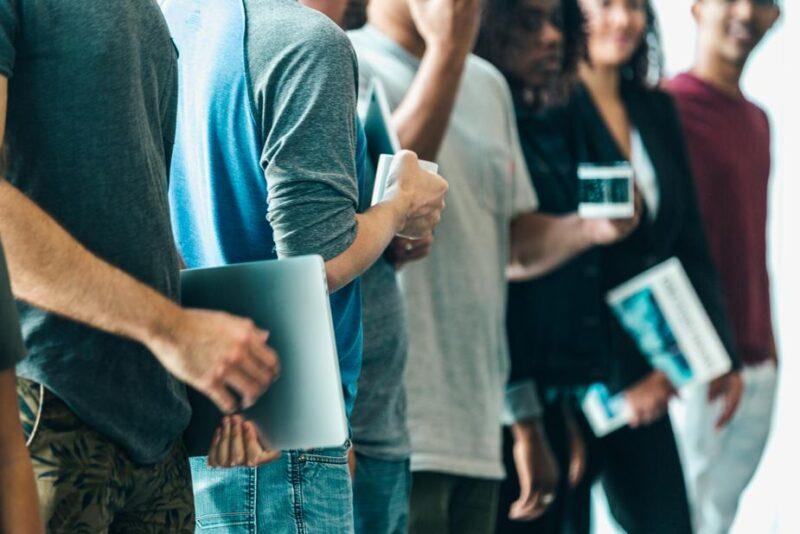 IT業界は、誰を顧客にビジネス展開しているか?で2つに分類可能