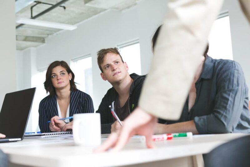 社内SEとシステムエンジニアの仕事の特徴を比較