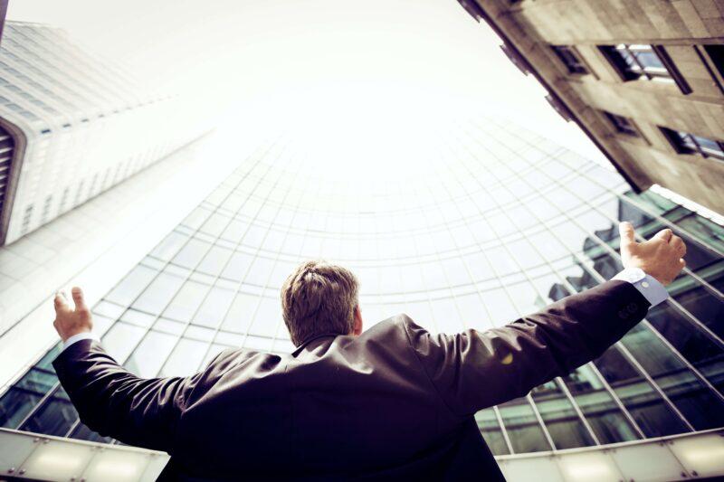 管理職とエントリーレベルでの年収の違い